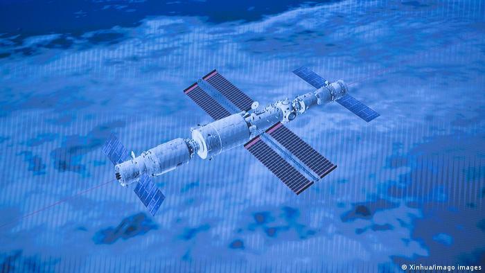 Китайский космический корабль Шэньчжоу-12 стыкуется с модулем Небесная гармония китайской орбитальной станции Небесный дворец, 17 июня 2021 года
