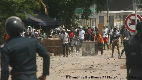Des partisans de Laurent Gbagbo face à la police