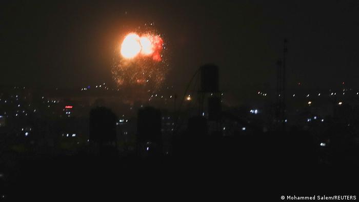 تصاعد الدخان عقب غارات إسرائيلية على أهداف في شمال غزة (17 يونيو/حزيران)