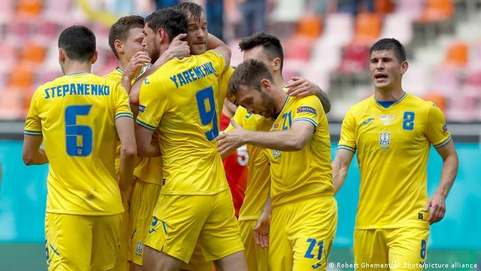 Сборная Украины впервые в истории вышла в плей-офф ЧЕ по футболу | Футбол в  Германии и Европе: бундеслига, УЕФА, чемпионаты мира | DW | 23.06.2021