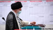 İran'ın ruhani lideri Ayetullah Ali Hamaney oyunu başkent Tahran'da kullandı