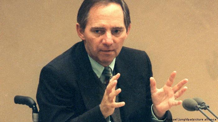 ولفگانگ شویبله در حال سخنرانی در بودنس تاگ، ۲۰ ژوئن ۱۹۹۱