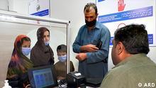 Videobeitrag Q Refugee | Pakistan issues biometric IDs to Afghan refugees