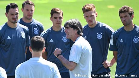 Fußball Euro 2020   DFB Training in Herzogenaurach   Joachim Löw und Mannschaft