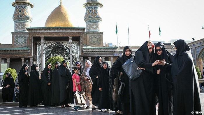 تصویر حوزه اخذ رای حرم عبدالعظیم در انتخابات ریاست جمهوری سال ۱۳۹۶ را نشان میدهد.