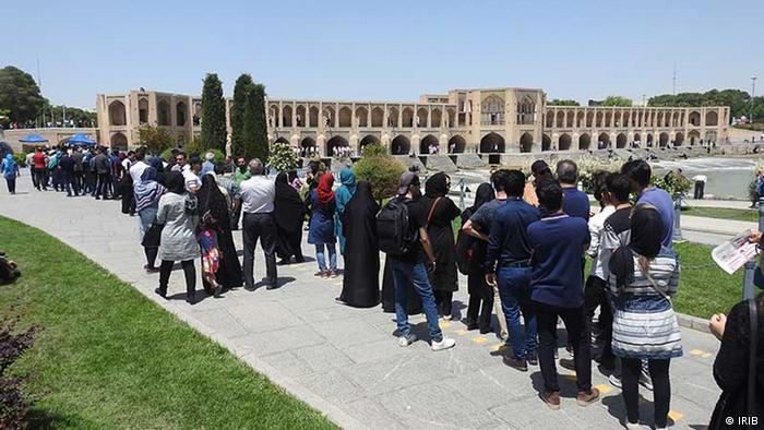 تصویر حوزه اخذ رای در اصفهان در انتخابات ریاست جمهوری سال ۱۳۹۶ را نشان میدهد.