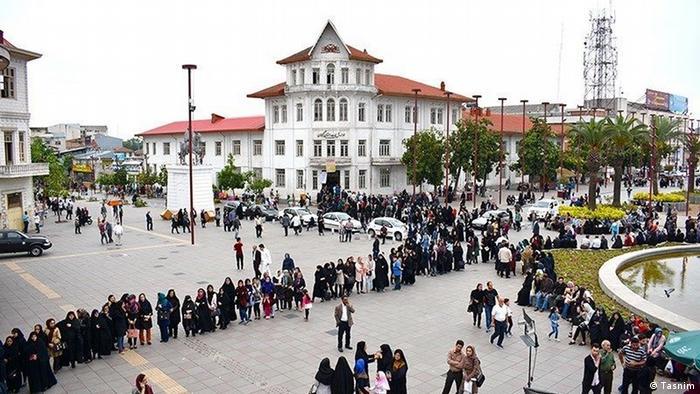 عکس یک حوزه اخذ رای انتخابات ریاست جمهوری سال ۱۳۹۶ در شهر رشت را نشان میدهد.