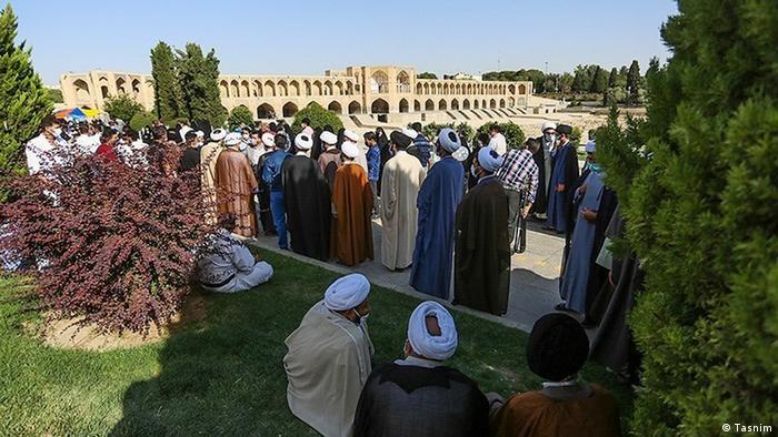 تصویر حوزه اخذ رای در اصفهان در انتخابات ریاست جمهوری سال ۱۴۰۰ را نشان میدهد.