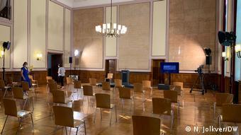 Перед початком виступу президента в музейному залі, в якому був підписаний акт про капітуляцію
