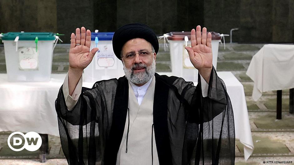 نتائج أولية رسمية: فوز المحافظ المتشدد إبراهيم رئيسي بالانتخابات الرئاسية في إيران