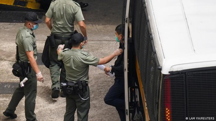 6月19日,罗伟光被囚车押送至荔枝角收押所