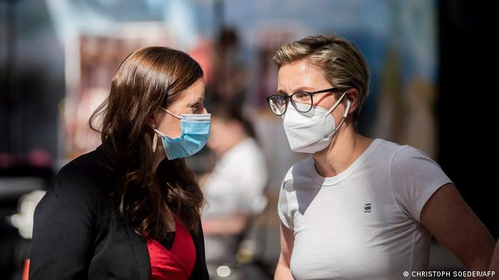 Bundesparteitag Die Linke   Janine Wissler (L) und Susanne Hennig-Wellsow