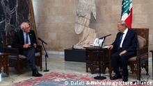 Michel Aoun (r),Präsident des Libanon, spricht mit Josep Borrell, EU-Außenbeauftragter, während ihres Treffens im Präsidentenpalast Baabda. +++ dpa-Bildfunk +++