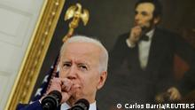 18.06.21 *** U.S. President Joe Biden speaks about the administration's coronavirus disease (COVID-19) response and the vaccination program during brief remarks in the State Dining Room of the White House in Washington, U.S., June 18, 2021. REUTERS/Carlos Barria TPX IMAGES OF THE DAY