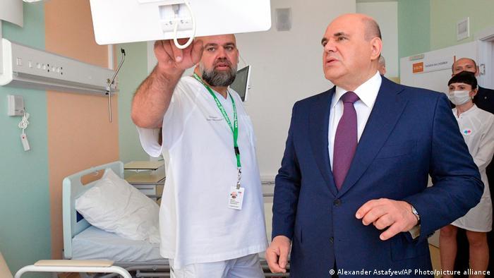Двое мужчин в больничной палате