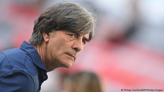 یوآخیم لوو، سرمربی تیم ملی فوتبال آلمان که همکاری او با فدراسیون فوتبال این کشور پس از این تورنمت پایان مییابد، پیش از بازی گفت که تغییرات تاکتیکی چندانی در دیدار با پرتغال انجام نخواهد داد.