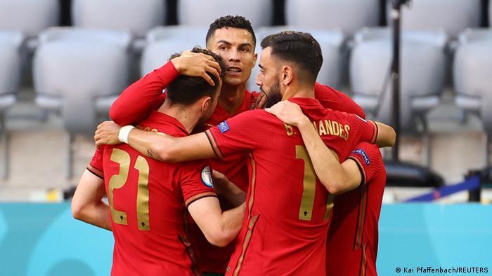 Португальці святкують свій перший гол