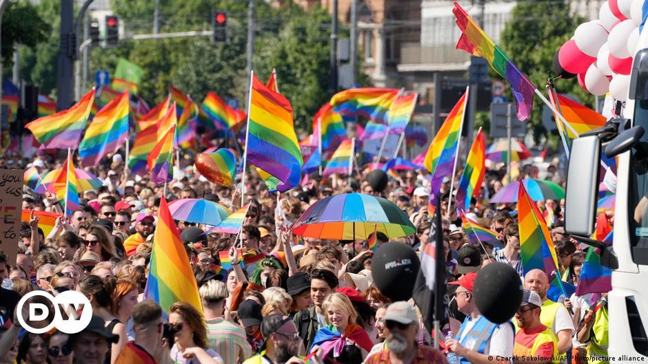 Tausende unter Regenbogen-Fahnen in Warschau