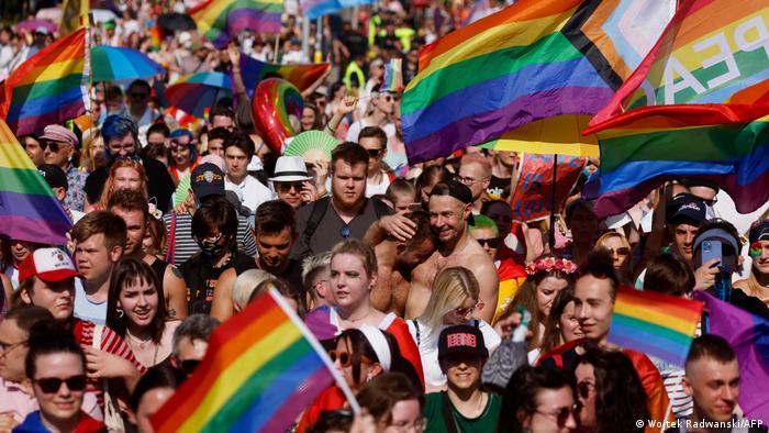 Учасники варшавського гей-параду, червень 2021