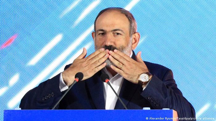 Armenien Jerewan Parlamentswahlen   Regierungschef Nikol Paschinjan