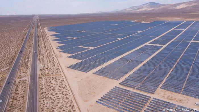 Сонячні панелі в Каліфорнії, США