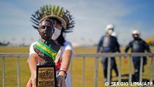 Brasilien indigener Aktivist mit Völkermordpreis für Präsident Bolsonaro