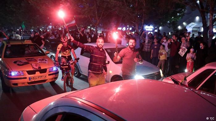عباس عبدی، تحلیلگر سیاسی در توییتی نوشته است: «تکنسینهای سیاسی اصلاحطلب که شجاعت اقرار به شکست فاحش ناشی از چشم بستن به واقعیات را ندارند، قربانیان این مرحله از سونامی خاموش انتخابات ۱۳۰۰ هستند.» اینجا سونامی خوشباشی در شهر مشهد.