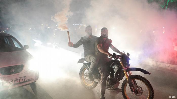 رژه پیروزی، آتشبازی و دور دور خودروها و موتورسواران در مشهد، کانون اقتدار ابراهیم رئیسی و پدر همسرش احمد علمالهدی، امام جمعه شهر.