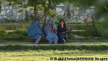 Afghanistan Ghazni   Frauen im Park, Picknick