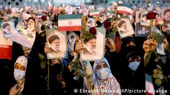 Сторонники Раиси отмечают его победу на улицах Тегерана, 19 июля 2021 года
