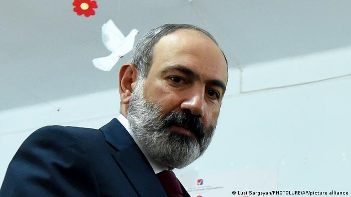 Исполняющий обязанности премьер-министра Армении Никол Пашинян в Ереване