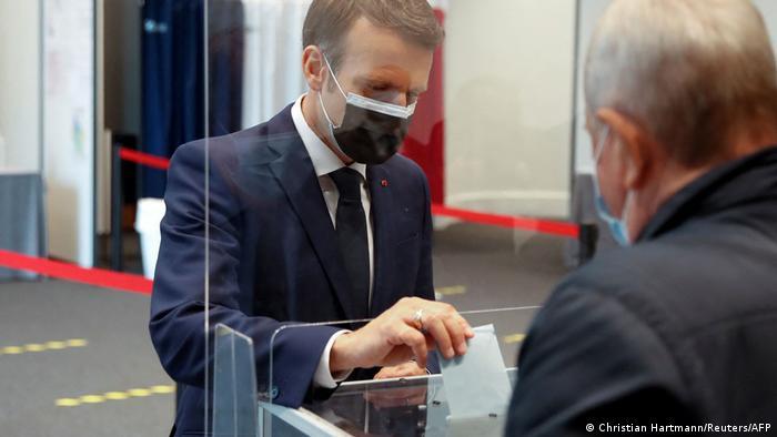 Predsjednik Macron na biralištu tijekom nedavnih regionalnih izbora