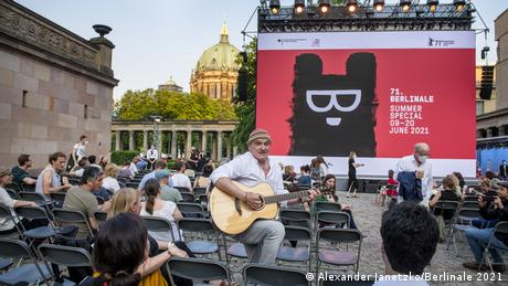 Dieter Bachmann playing guitar outside before the premiere of Herr Bachmann und seine Klasse by Maria Speth.