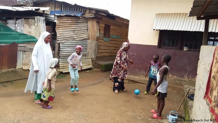 Kamerun Kumba | Kinder zeichnen Bilder von Krieg