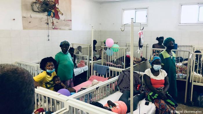 Hospital maternal desbordado por pacientes de malaria en Angola. (Junio de 2021).