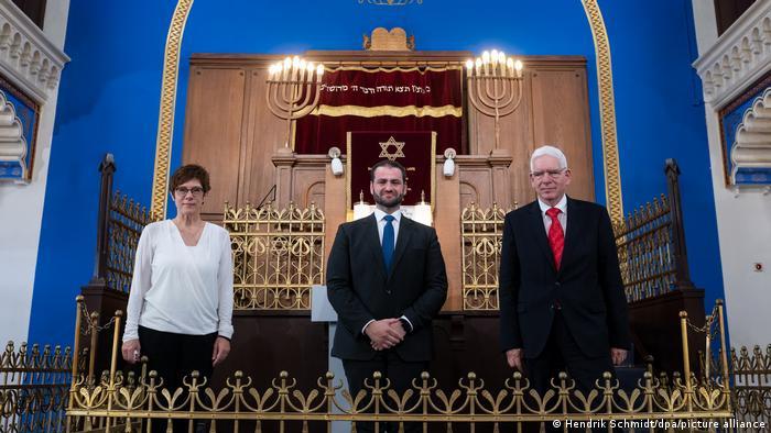 Erster Militärrabbiner eingeführt - Zsolt Balla, Annegret Kramp-Karrenbauer und Josef Schuster