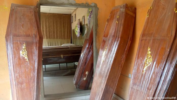 Angola Luanda   Malaria   Anstieg Verkfauf von Särgen