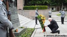 Berlin | Bundespräsident Frank-Walter Steinmeier legt am sowjetischen Mahnmal Kranz nieder