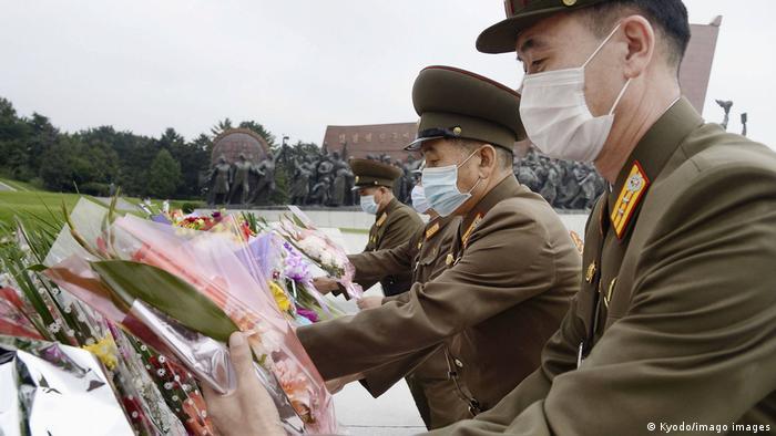 Soldados da Coreia do Norte em fila
