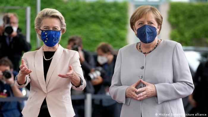 Ursula fon der Lajen i Angela Merkel u Berlinu