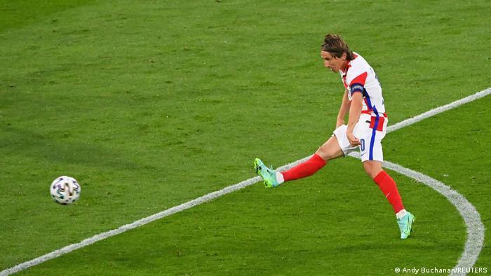 Лука Модрич забиває другий гол у ворота шотландців