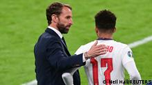 Soccer Football - Euro 2020 - Group D - Czech Republic v England - Wembley Stadium, London, Britain - June 22, 2021 England's Jadon Sancho with manager Gareth Southgate as he gets ready to come on as a substitute Pool via REUTERS/Neil Hall