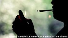 ©PHOTOPQR/LE TELEGRAMME/Vincent Michel / Le Mensuel de Rennes ; Rennes ; 26/04/2021 ; PHOTO Vincent Michel / Le Mensuel de Rennes. RENNES (35): Illustration achat et revente de drogue par internet, consommation cannabis