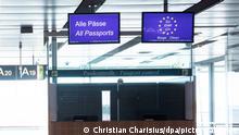 06.05.2020, Eine geschlossene Passkontrolle ist im Abflugbereich in Terminal 1 am Flughafen Hamburg zu sehen. Durch die Corona-Pandemie ist der Betrieb am Hamburg Airport Helmut Schmidt fast zum Erliegen gekommen. (zu dpa «Deutschland hebt Einreisebeschränkungen für elf Nicht-EU-Staaten auf») +++ dpa-Bildfunk +++