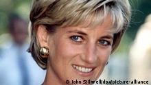 Prinzessin Diana, aufgenommen am 21.7.1997 bei ihrem Besuch des Northwick Park Krankenhauses in London (Archivfoto). Dianas geheime Tonbandaufnahmen wurden in der Nacht zum Freitag (05.03.2004) zum ersten Mal auf dem US-Sender NBC ausgestrahlt. Der Inhalt ist nicht neu, den hat ihr britischer Biograf Andrew Morton bereits 1992 in dem Bestseller «Diana, ihre wahre Geschichte» veröffentlicht. Aber fast sieben Jahre nach ihrem tödlichen Autounfall in Paris aus dem Munde der zutiefst unglücklichen Lady Di von quälender Eifersucht, Bulimie und Selbstmordversuchen zu hören, ist erneut schockierend. Foto: John Stillwell dpa (zu dpa 0259 vom 05.03.2004) +++ dpa-Bildfunk +++