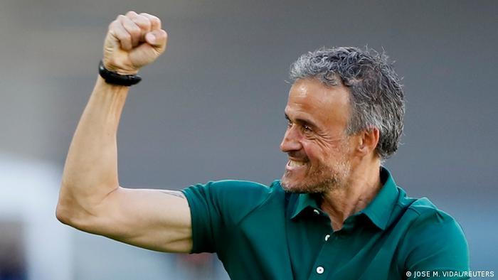 Fußball EM EURO 2021   Slovakei v Spanien   Torjubel Trainer Enrique
