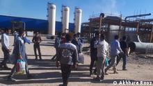 23.6.2021, Iran, Iran Arbeiter vor Öl-Raffinerie in Isfahan