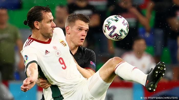 بازی پر تحرک هر دو تیم پس از گل تساوی آلمان همچنان ادامه یافت. تیم آلمان در لحظات پایانی به یک موقعیت استثنایی دیگر دست یافت، اما پیکار آلمان و مجارستان در نهایت با تساوی ۲ بر ۲ به پایان رسید. آلمان با این نتیجه رده دوم جدول را به خود اختصاص داد و صعود خود به مرحله یکهشتم نهایی را قطعی ساخت.