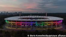 Fußball: EM, Deutschland - Ungarn, Vorrunde, Gruppe F, 3. Spieltag: In Regenbogenfarben leuchtet der Deutsche-Bank-Park (Waldstadion) in Frankfurt während der Fußball-EM-Begegnung Deutschland-Ungarn, die zeitgleich in München stattfindet (Luftaufnahme mit einer Drohne).
