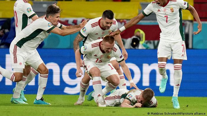 تصویری از شادی بیحدومرز ملیپوشان مجارستان از به ثمر رسیدن گل دوم تیمشان مقابل آلمان.